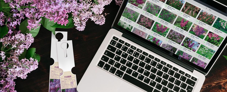 Laptop mit Etiketten-Software fontio® und selbst gedruckten Schlaufenetiketten